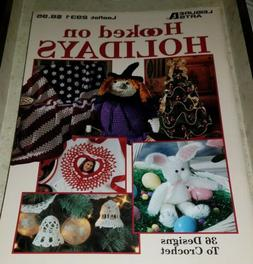 AG086 LEISURE ARTS 1997, HOOKED ON HOLIDAYS ~ 36 CROCHETED D