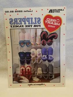 LEISURE ARTS ~SLIPPERS FOR THE FAMILY~ CROCHET BOOK  14 PAGE